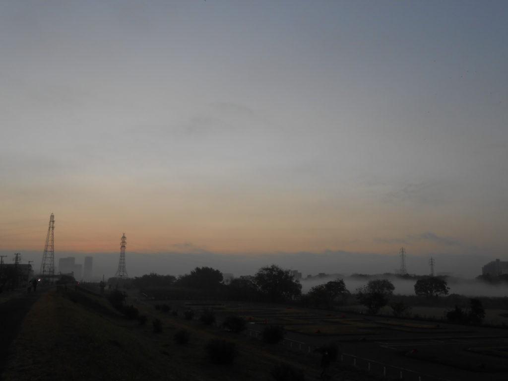 多摩川の朝もや